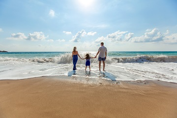 How to Enjoy an Amazing Family Vacation and Save Money